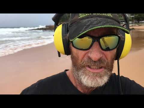 Beach Detecting (Hard Core) at night In the rain  with Tim Davies at Avoca beach chasing the Cut🇦🇺