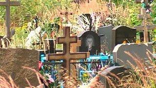 Мрачный бизнес: кто и как зарабатывает на похоронах(Общественная палата намерена инициировать собственную проверку в связи с ситуацией на рынке ритуальных..., 2016-05-15T18:40:51.000Z)