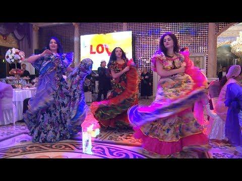 производителя как рустам хасанов танцует на свадьбе друга женщина значит