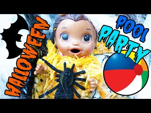 BABY ALIVE has a HALLOWEEN POOL PARTY! The Lilly and Mommy Show! The TOYTASTIC Sisters. FUNNY SKIT