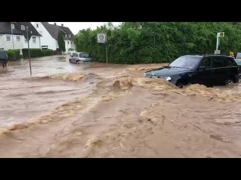 Unwetter in Forstfeld: Wassermassen fließen durch Straßen in Kassel