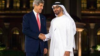 محمد بن زايد وكيري يبحثان القضايا الإقليمية والدولية