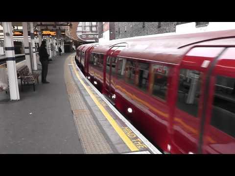 LTM's 1938 stock passes Finchley Road NB Met