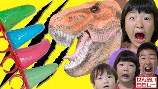 パパ恐竜登場!爪キャンディーを食べてやっつけろ! Jurassic World Raptor Rings Lollipops
