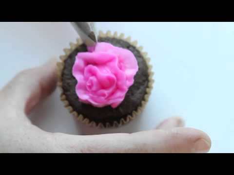 How to Pipe a Carnation with Buttercream