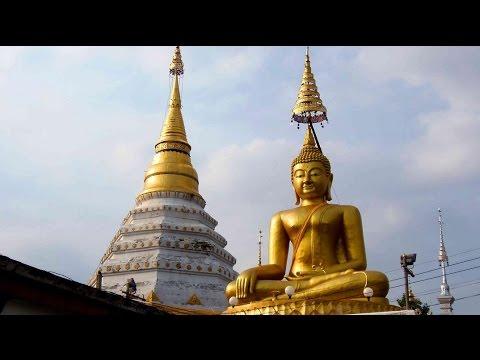 Amazing Buddha statue & Buddhist stupa in Chiang Mai, Thailand