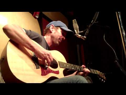 """JOHN THOMAS GRIFFITH performs """"Man On The Run"""" at The Music Shed"""