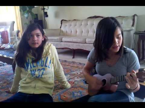 I'm Yours (Cover) - Sabrina & Reyna playing the ukelele