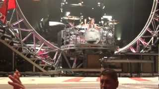 2nd row tommy lee roller coaster drum solo with fan 972012 tinley park chicago