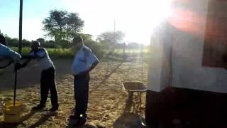 ボツワナの村のポリス野宿。