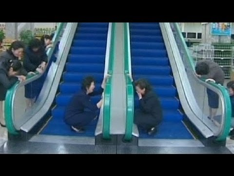 Mourners weep at escalator used by Kim Jongil