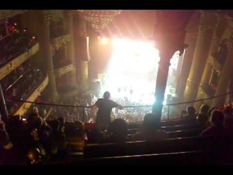 The National Vanderlyle Cryba Geeks, Philadelphia Academy of Music 090811, w enthused fan