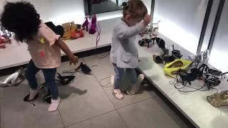 ДЕТСКИЕ РАЗВЛЕЧЕНИЯ. София и Милана на шопинге. Танцы в ТЦ. Маленькие подружки.
