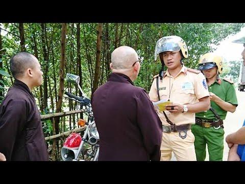 Bọn ác ôn cộng sản ngăn cấm người dân vùng lũ nhận quà cứu trợ từ tăng đoàn GHPGVNTN