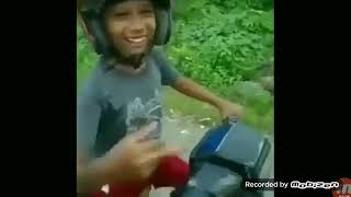 VIDEO LUCU BANGET ORANG MABOK NAIK MOTOR KATUH