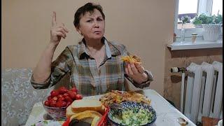 Кто- то слишком много ест ! С внучкой Дашей идем в Макдональдс.