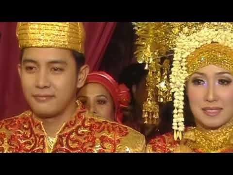 Reza & Ika's Wedding (video clip cover Akad - Payung Teduh- Covered by Hanin Dhiya)