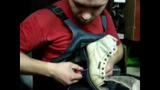 Прошивка обуви по кругу или по периметру(В этом видео я покажу вам как прошивается обувь по кругу,замены нитки в случаях ее обрыва или расслоения..., 2014-12-07T10:53:22.000Z)