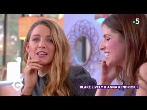 Blake Lively et Anna Kendrick apprennent des gros mots français sur le plateau de C à Vous
