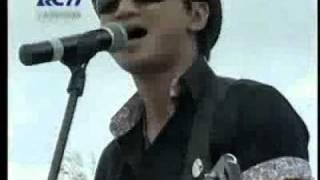 "Anji Ft Piyu ""PADI"" - Ternyata Cinta (Live Dahsyatnya Surabaya)"