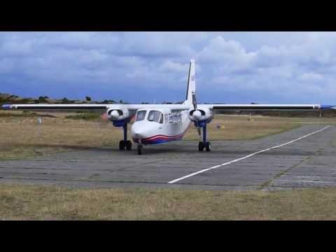 Crosswind Landing Britten-Norman Islander on Anholt island (EKAT), Denmark, grass strip runway 02/20