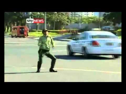 танцующий регулировщик дорожного движения