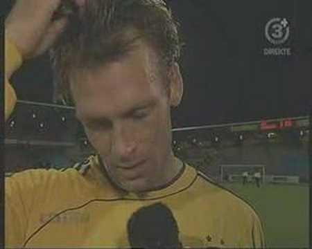Thomas Rasmussen interviewes efter 3-0 i Aalborg