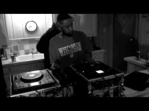 DJ Papa Calv & Reality    Tha Cypha @ Mamma's Crib in the Basement
