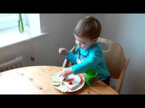toddler-|-encouraging-a-healthy-diet-|-streamingwell.com