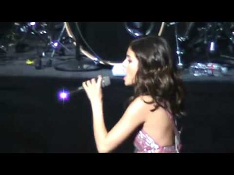 Selena Gomez Tell Me Something I Don't Know Live  at Concert For Hope March 20 2011