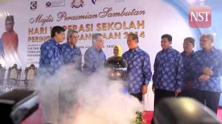Muhyiddin officiates the National School Co-operative Day 2014