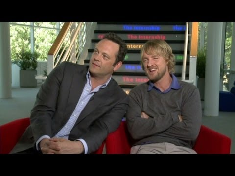 Raw: Vince Vaughn, Owen Wilson rekindle their bromance