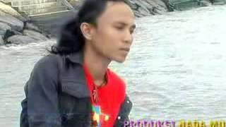 Download Video Ades Sadewa Manyonsong Galombang   YouTube 2 MP3 3GP MP4