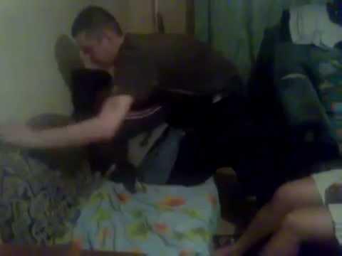пьяная жена дала в зад