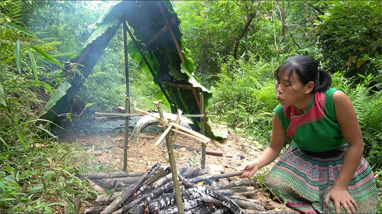 Survival Alone in the Rainorest - Make Shelter Tent, Catch And Cook Fish