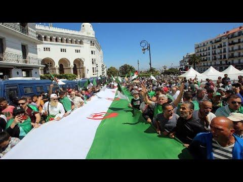 الشرطة الجزائرية تعتقل عشرات المتظاهرين في الجمعة الخامسة عشرة للحراك  - 12:55-2019 / 6 / 3
