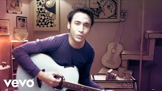 Download lagu Ello Gak Kayak Mantanmu MP3