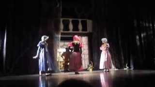 """Спектакль """"Золушка"""", Алинка играет роль Мачехи."""