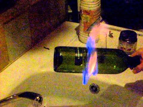 comment casser une bouteille en verre avec de l 39 alcool br ler youtube. Black Bedroom Furniture Sets. Home Design Ideas