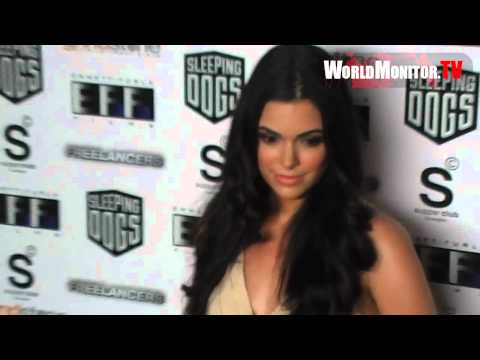 Photographers can't get enough of Anabelle Acosta at Freelancers film premiere