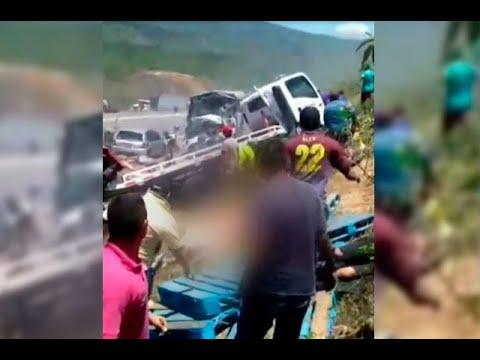 Impresionantes imágenes del trágico accidente en la vía Guaduas – Puerto Salgar | Noticias Caracol