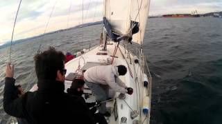 Gambar cover Maniobra virada por avante en velero