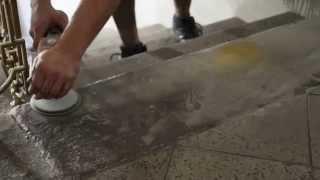 Broušení kamenných pískovcových schodů