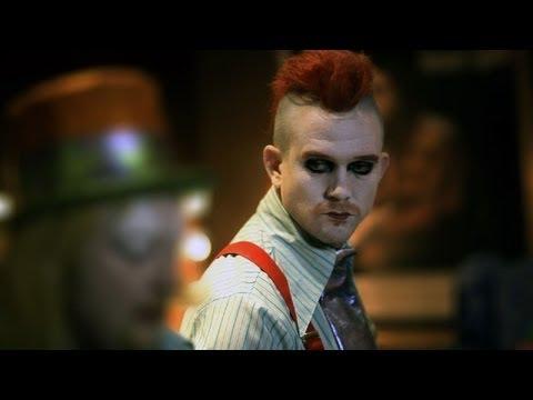 Johnny de Mol flipt tijdens   Crimi Clowns