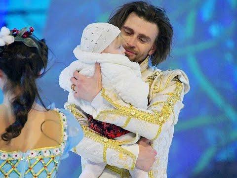 Вся арена плакала! Муж борющейся с раком Заворотнюк вынес годовалую дочь на лед: вывели в свет