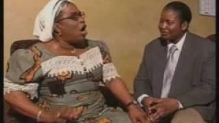 Gambar cover Echos de la capitale Femme noire dans la nuit noire