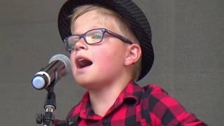 Nils Vandeven Voice Kids singt Kling Klang von der Gruppe Keimzeit auf dem Brgerfest