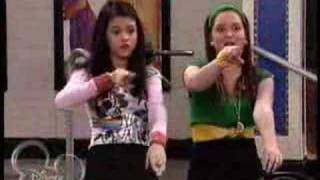 Alex and Harper CRAZY FUNKY JUNKY HAT SONG/ DANCE