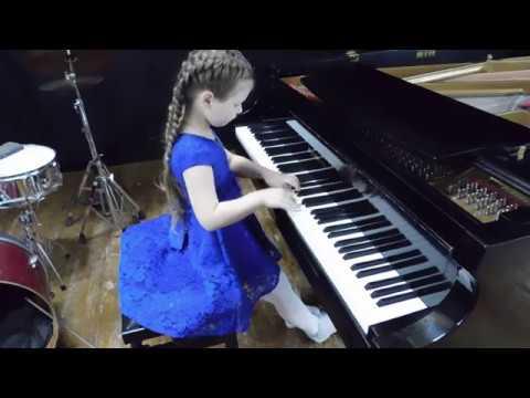 Фортепиано. Обезьянки на дереве (Б.Берлин) Разбитая кукла (Ф.Констант) Кристина - 6 лет