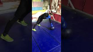Упражнение для укрепления кисти в боксе.